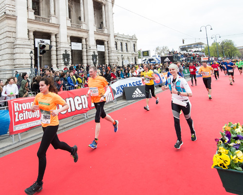 Runners at the Vienna 10K will cross the finish line in front of Vienna Burgtheater. Picture: VCM / Leo Hagen