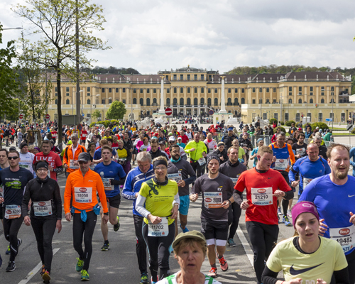 Schönbrunn Palace at the Vienna City Marathon (16 km). Picture: VCM / Rene Vidalli