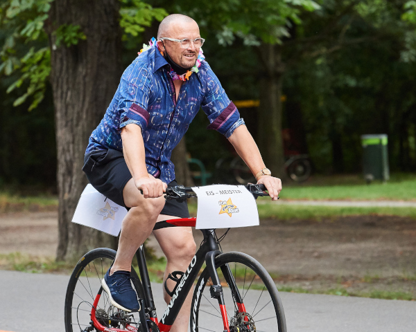 VCM managing director Gerhard Wehr on the lead bike at the VCM Pop-up Run. Picture: VCM / Leo Hagen